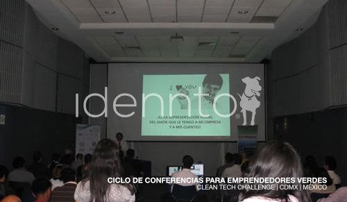 Conferencia sobre desarrollo de marcas positivas.